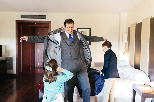 preparación del novio para la boda