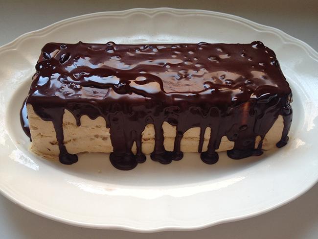 tarta helada de dulce de leche y galletas con chocolate