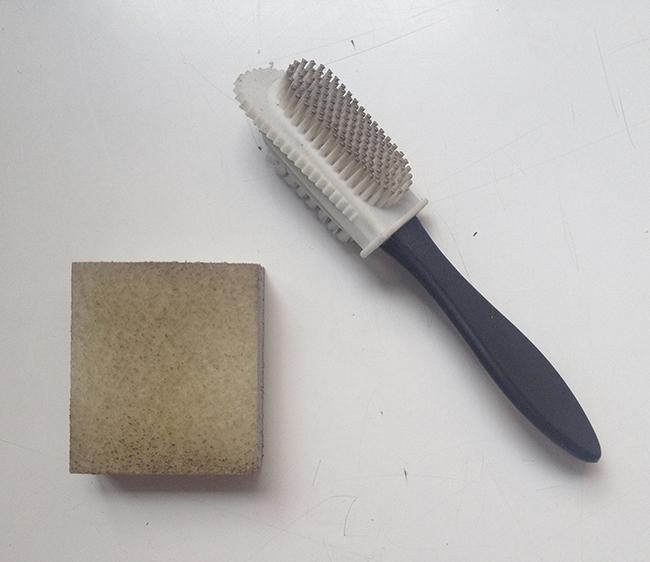 Cepillos y goma para limpiar ante