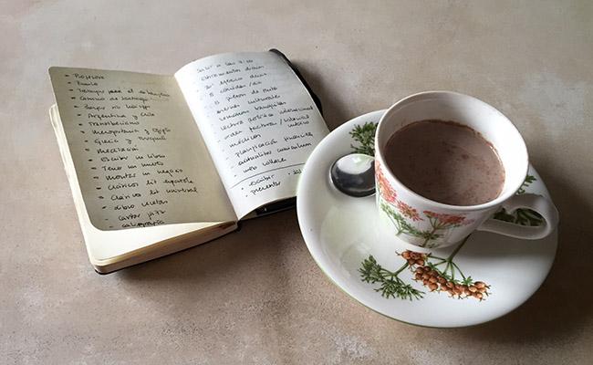 listas y café