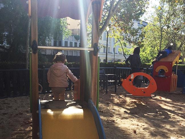 alternativas a la guarderia: abuelos, cuidadora, madre de día